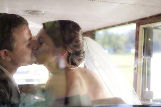 pocałunek w samochodzie