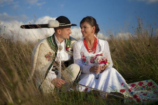 weselny strój góralski młodej pary